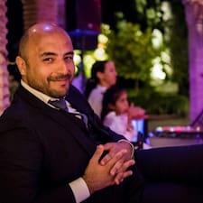 Abdel est l'hôte.