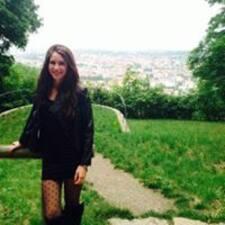 Laura Kelly felhasználói profilja