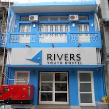 Four Rivers是房东。