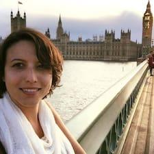 Victoria是房东。