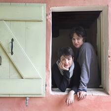 Irene & Bruna je hostitelem.