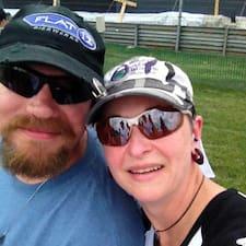 Sharon & Scott felhasználói profilja