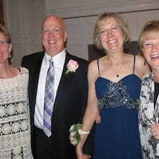 Brett, Mel, Karen And Val คือเจ้าของที่พัก