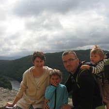 โพรไฟล์ผู้ใช้ Emilie Et Christophe