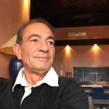 Alain — хозяин.