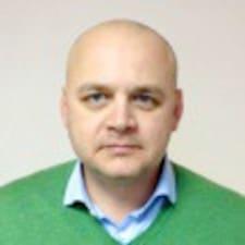 Mikhail ist der Gastgeber.