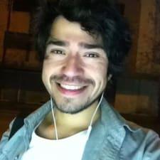 Ignacio — хозяин.