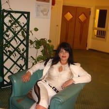 Elena ist der Gastgeber.