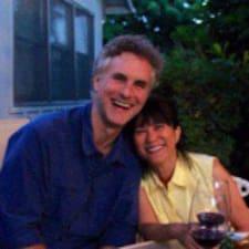 โพรไฟล์ผู้ใช้ Jeff & Constance