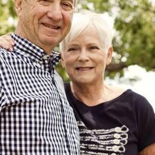 โพรไฟล์ผู้ใช้ Kerry & Margaret