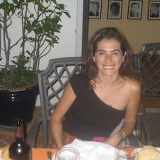 Paola est l'hôte.