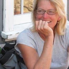 Susan est l'hôte.