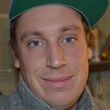 Rasmus est l'hôte.
