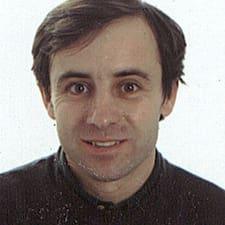 Josep — хозяин.