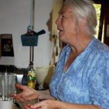 Brenda je domaćin.