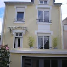 Ev sahibi Jacques.