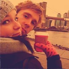 Adam & Katie Brugerprofil