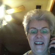โพรไฟล์ผู้ใช้ Yolande
