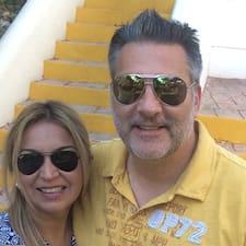Doug And Liliana คือเจ้าของที่พัก