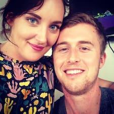 โพรไฟล์ผู้ใช้ Malcolm & Anna