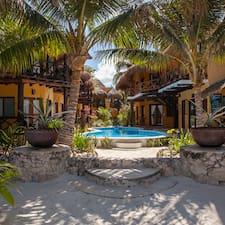 Hotelito Del Mar is the host.
