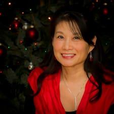 Maggie (Wei-Wen) è l'host.