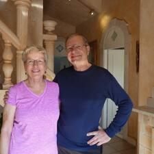 โพรไฟล์ผู้ใช้ Carol & Thomas