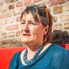 Dominique Elisabeth est l'hôte.