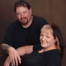 Cindy & Mike — хозяин.