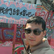 國裕 è l'host.