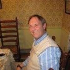 J. Russell felhasználói profilja