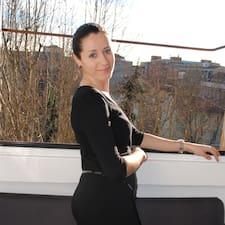 Ivana est l'hôte.