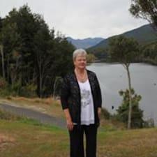 โพรไฟล์ผู้ใช้ Shirley
