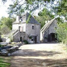 Cabane Lodge  De Charme est un Superhost.