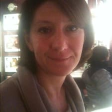 Hélène是房东。