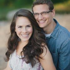 Aaron & Casey felhasználói profilja