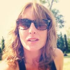 Profil Pengguna Miss Caroline