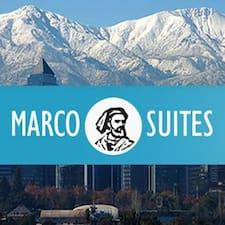 Marcos est l'hôte.
