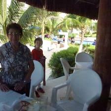 Ana Gladys est l'hôte.