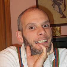 โพรไฟล์ผู้ใช้ Dennis R.