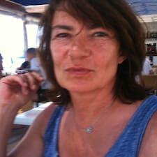 Irène is the host.
