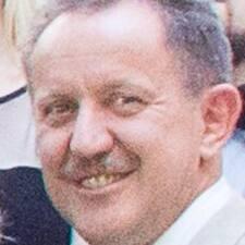 Hans-Jürgen on majoittaja.