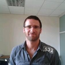 Sébastien es el anfitrión.