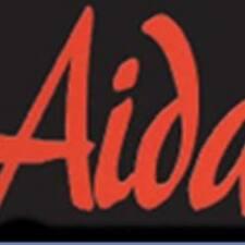 Aida es el anfitrión.