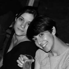 Caterina & Francesca er ofurgestgjafi.
