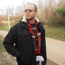 János felhasználói profilja