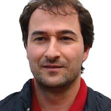 Gian Paolo es el anfitrión.