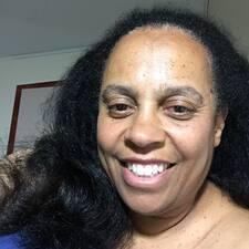 Profil Pengguna Anne Reneé