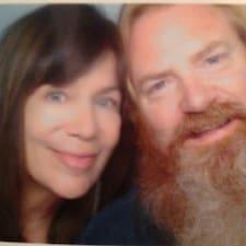Kennan & Julie je domaćin.