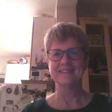 Deborah je domaćin.